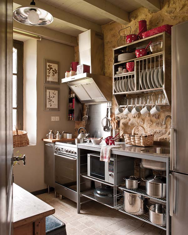 Kitchen Cabinets Small Space: Small-and-cozy-kitchen • Ideias De Fim De Semana